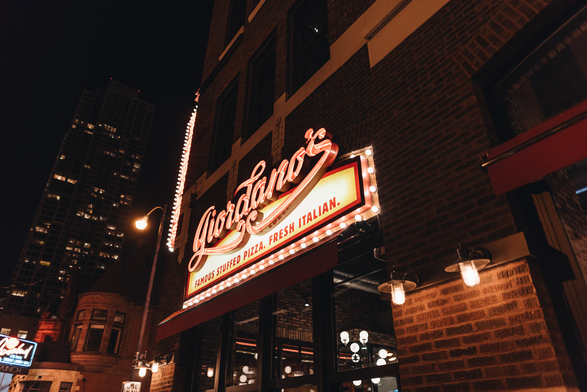 Jeff On The Road - Travel - Chicago - Where to eat - Giordano's Deep Dish Pizza - All photos are under Copyright © 2017 Jeff Frenette Photography / dezjeff. To use the photos, please contact me at dezjeff@me.com.