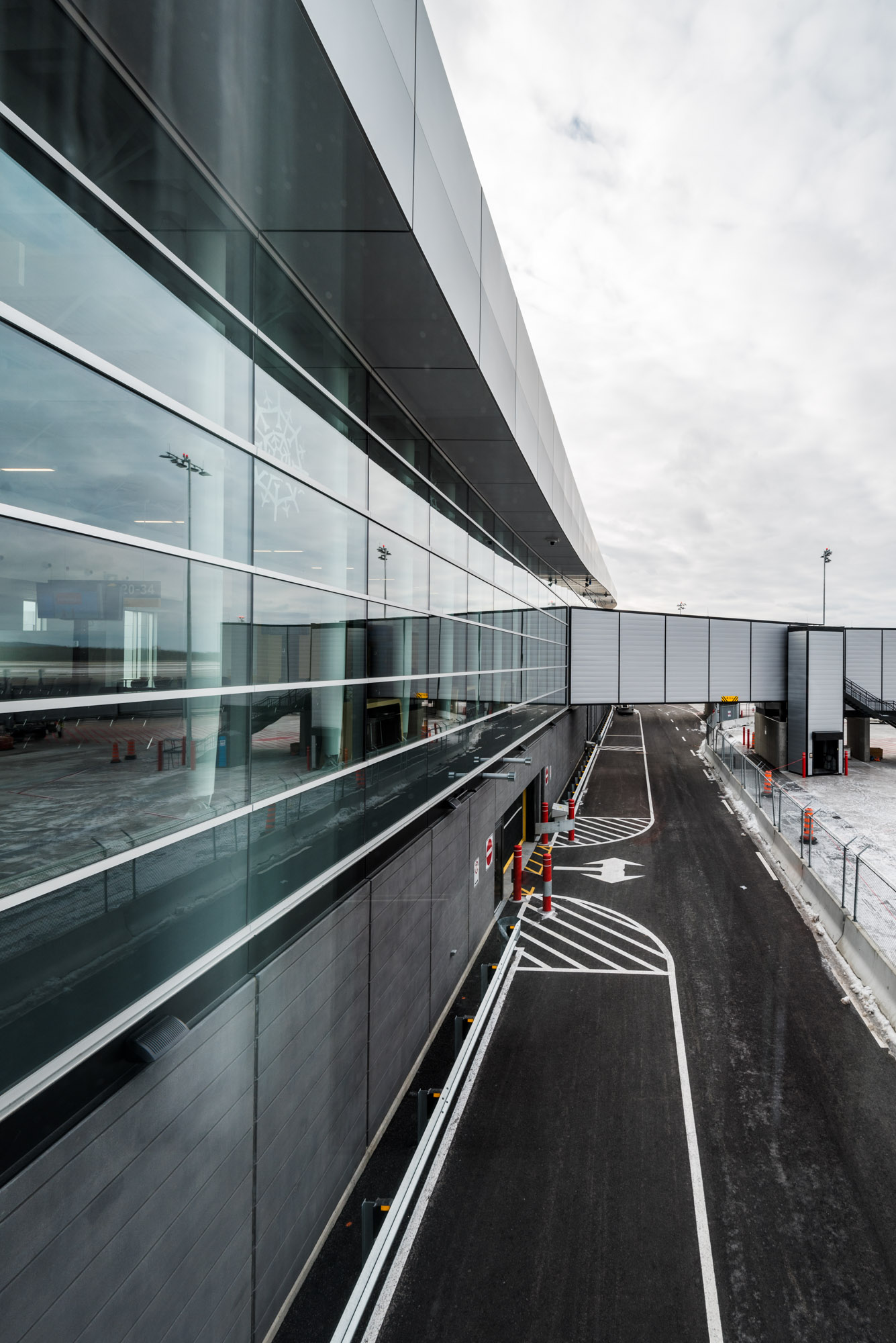 Jeff On The Road - Travel - Aéroport international Jean-Lesage de Québec - All photos are under Copyright © 2017 Jeff Frenette Photography / dezjeff. To use the photos, please contact me at dezjeff@me.com.